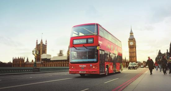 10 伦敦街头的比亚迪红色双层电动大巴