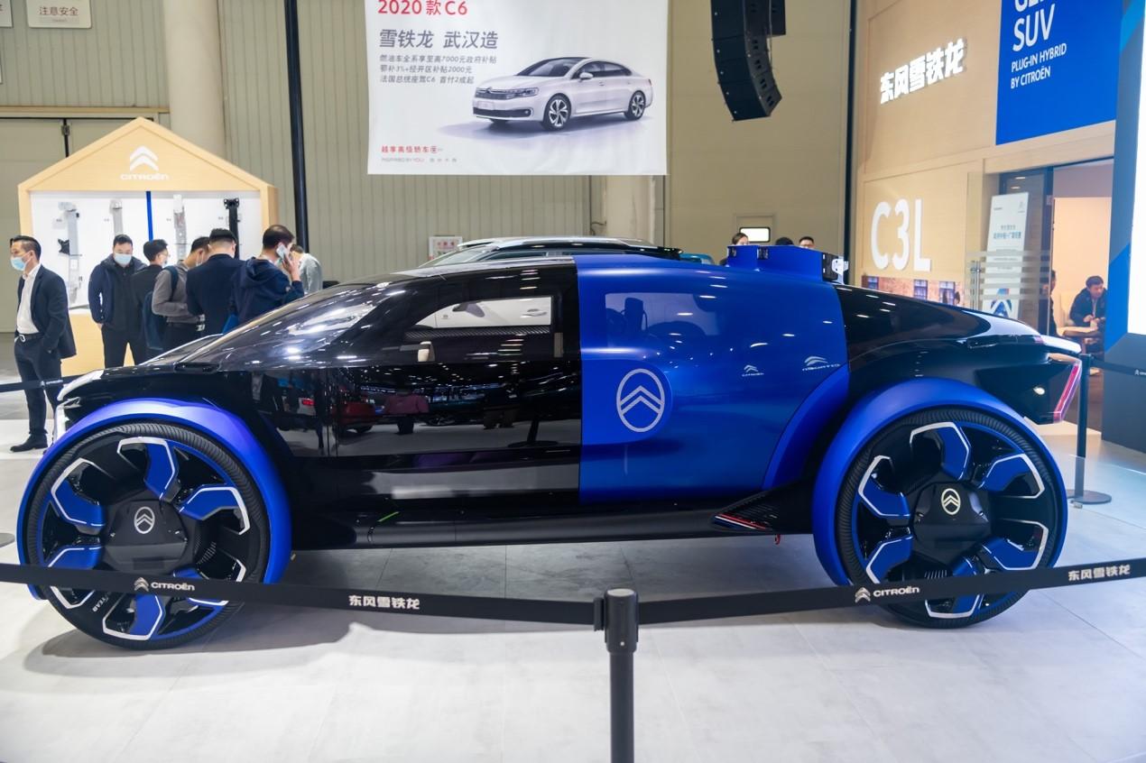 图片包含 建筑, 蓝色, 前, 汽车描述已自动生成